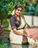 remya-nambeesan-latest-photoshoot-in-kerala-onam-saree-002