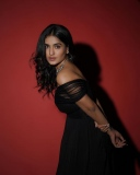 saniya-iyappan-new-pics-in-black-dress-003