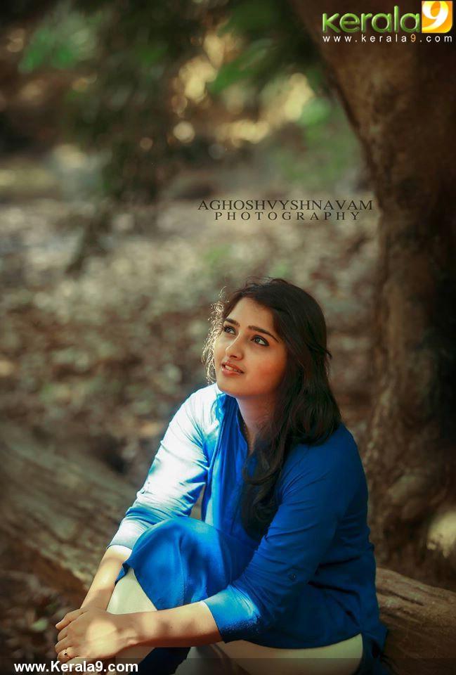 sanusha-santhosh-stills-560-00165