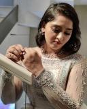 sanusha-santhosh-latest-photos-in-saree-001