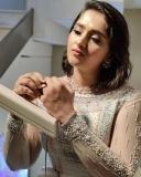 sanusha-santhosh-latest-photos-in-saree