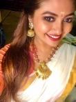 actress shaalin zoya latest onam kerala saree photos-006