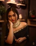 shalin-zoya-photos-in-black-saree-001