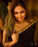 shalin-zoya-photos-in-black-saree-003