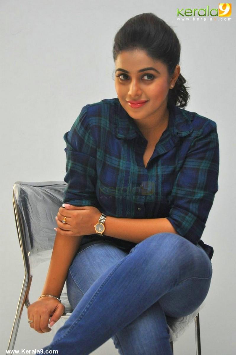 shamna-kasim-latest-pictures-159-00311