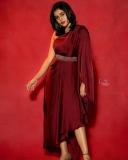 shamna-kasim-viral-photos-in-red-saree-004