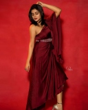 shamna-kasim-viral-photos-in-red-saree-006