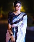 shamna-kasim-viral-photos-in-red-saree-008