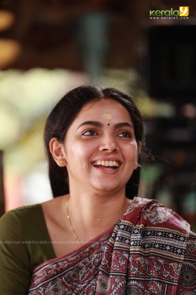 Samvrutha Sunil in Sathyam Paranja Viswasikkuvo movie stills 2019 2