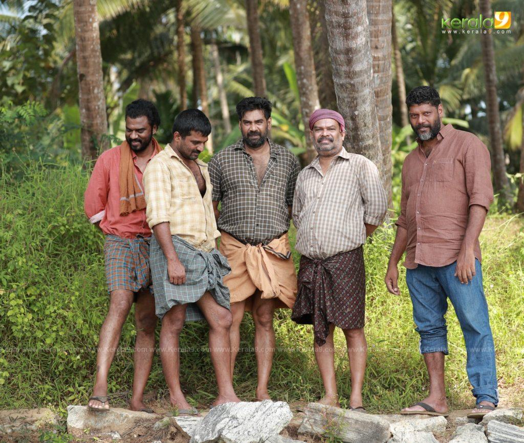 Sathyam Paranja Viswasikkuvo movie stills 1