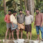 Sathyam Paranja Viswasikkuvo movie stills-1