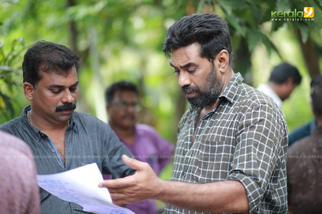 Sathyam Paranja Viswasikkuvo movie stills