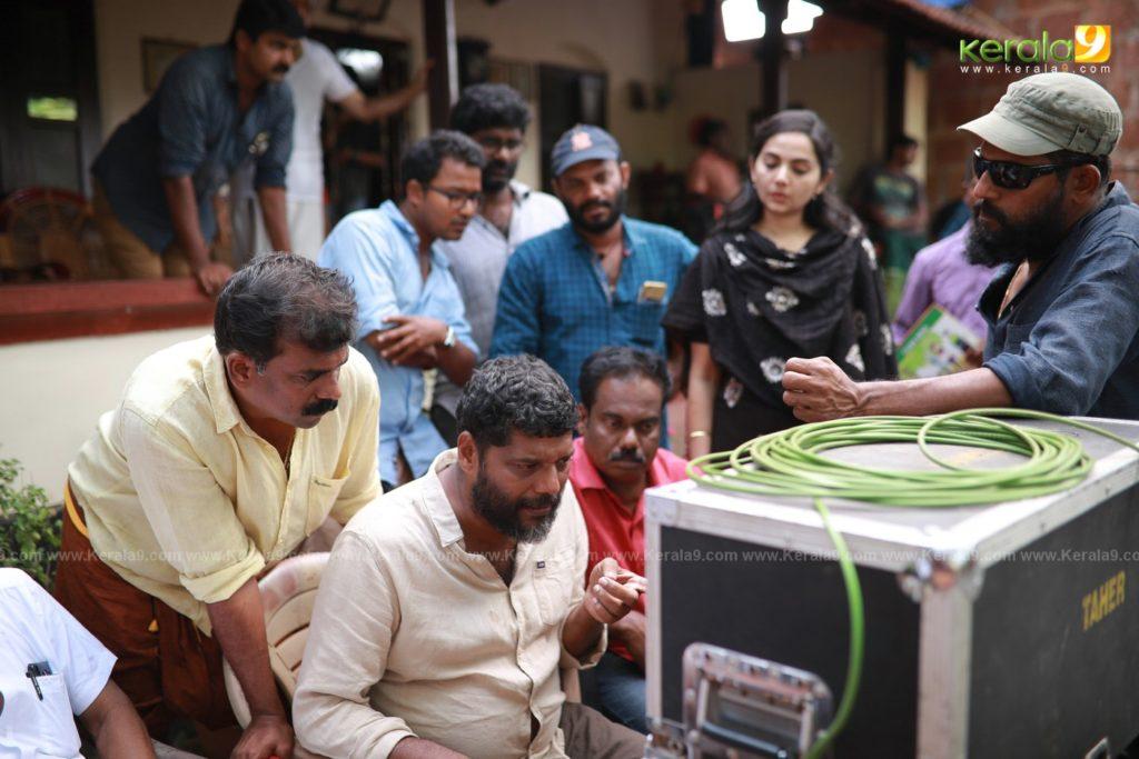 Sathyam Paranja Viswasikkuvo movie stills 6
