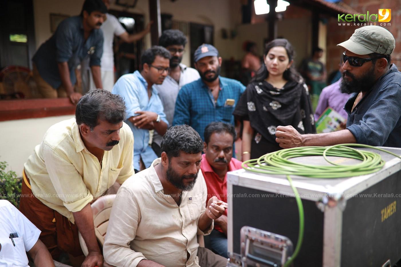 Sathyam Paranja Viswasikkuvo movie stills 6 - Kerala9.com