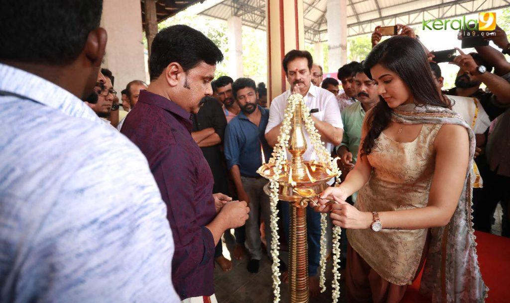 actress Anju Kurian at jack daniel malayalam movie pooja photos 8 - Kerala9.com