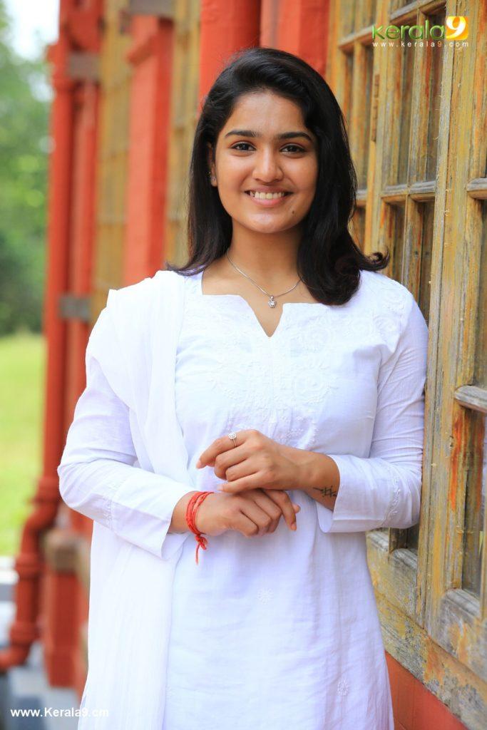 saniya iyappan in lucifer movie photos 1 - Kerala9.com