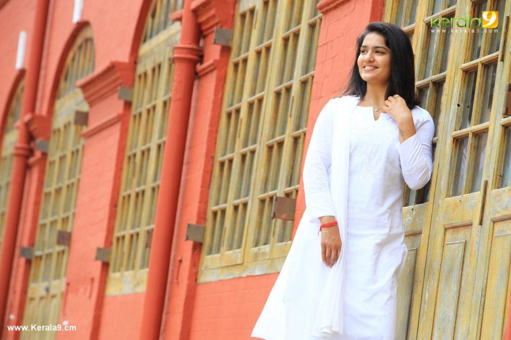 saniya iyappan in lucifer movie photos 3 - Kerala9.com