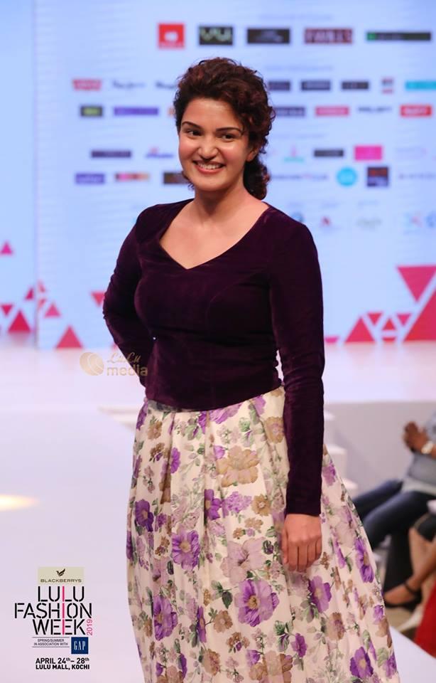 honey rose at lulu fashion week 2019 photos 013 - Kerala9.com