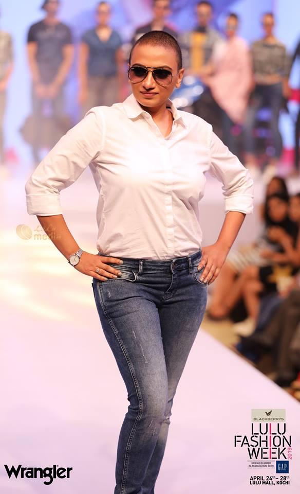 krishna prabha new look at lulu fashion week 2019 photos 009 - Kerala9.com