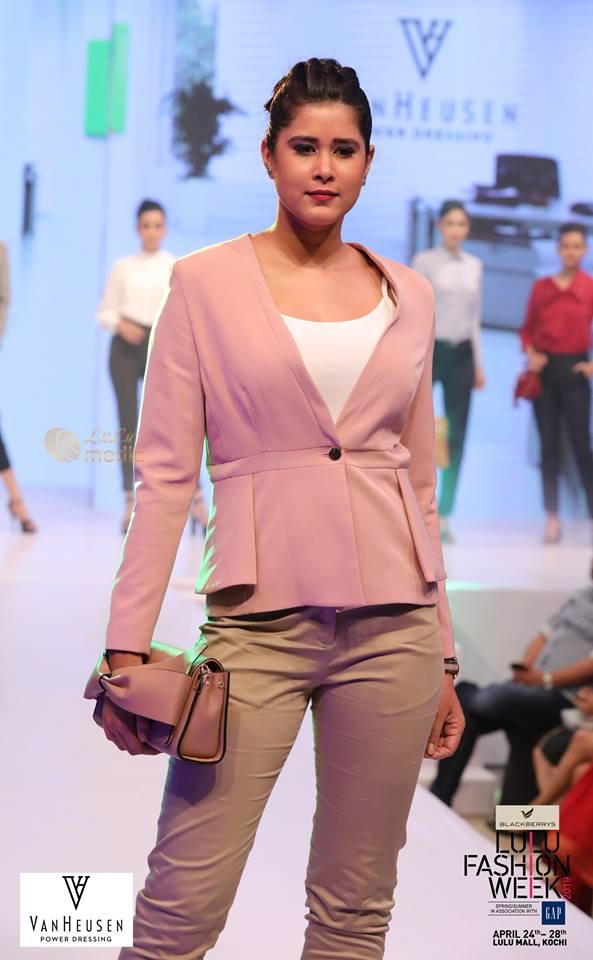 lulu fashion week 2019 models photos 020 - Kerala9.com
