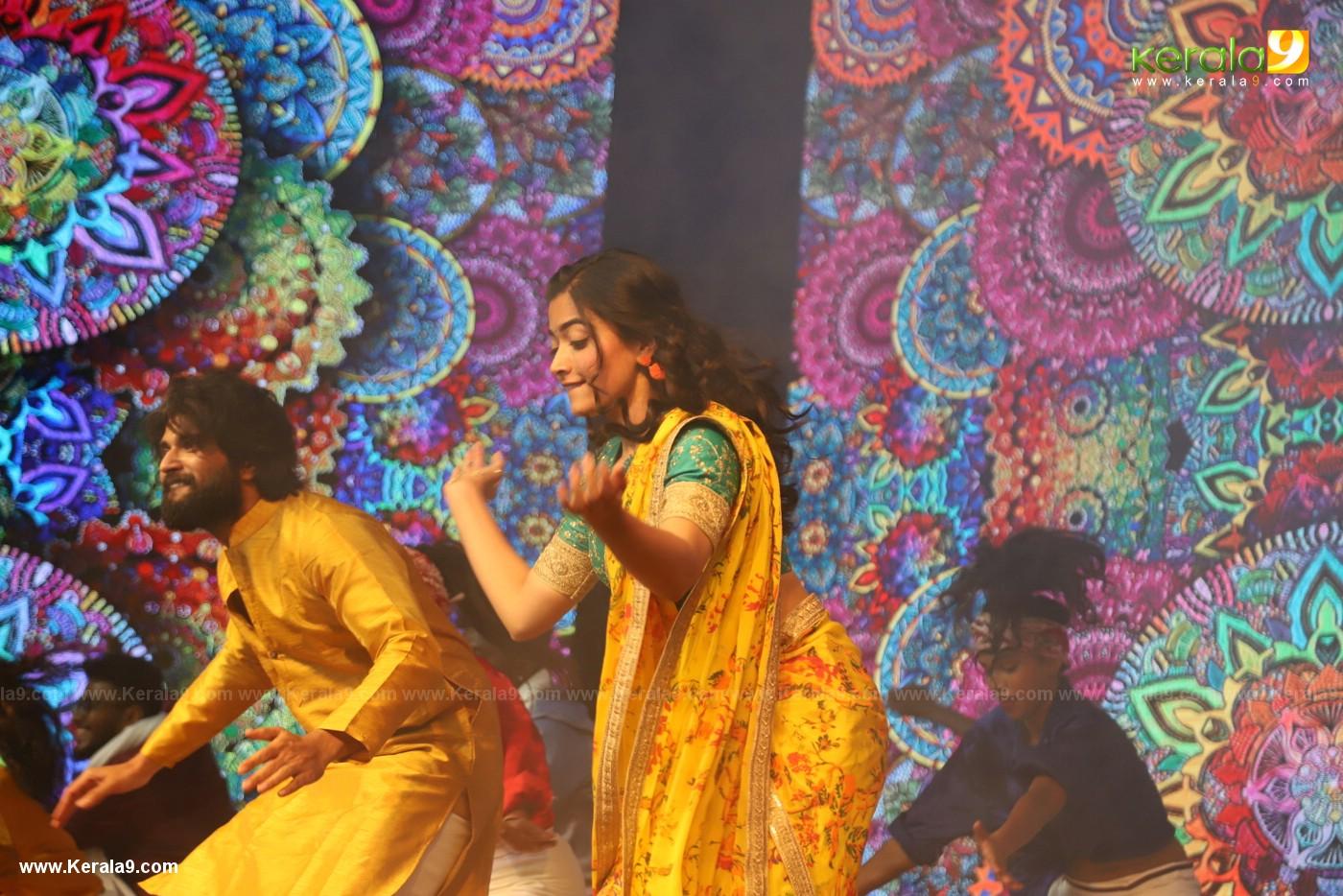 Vijay Devarakonda dance at Dear Comrade movie premotion kerala kochi photos 127 1 - Kerala9.com