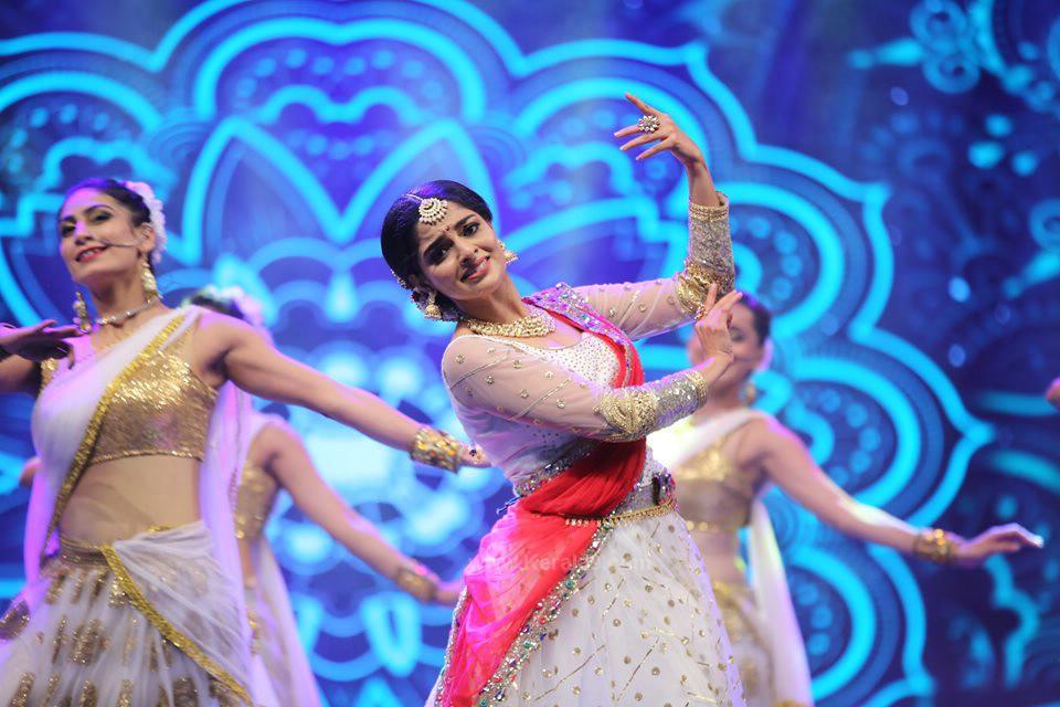 nikhila vimal dance at siima awards 2019 photos 014
