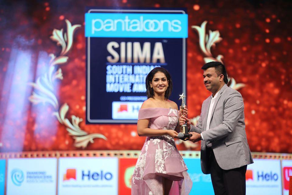 saniya iyappan at siima film awards 2019 pictures 014