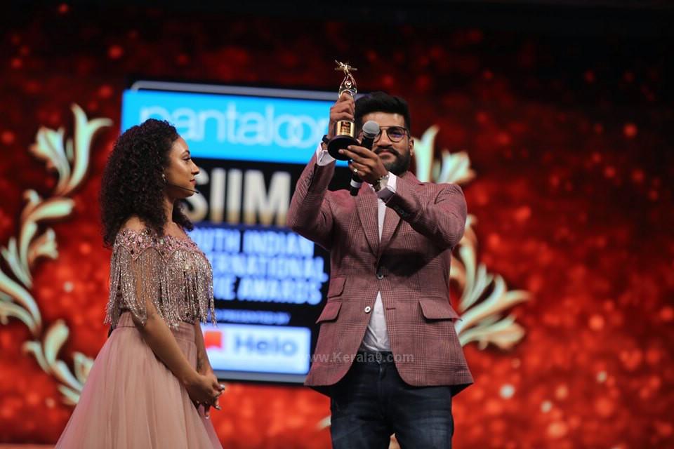 vijay yesudas at siima awards 2019 photos 075