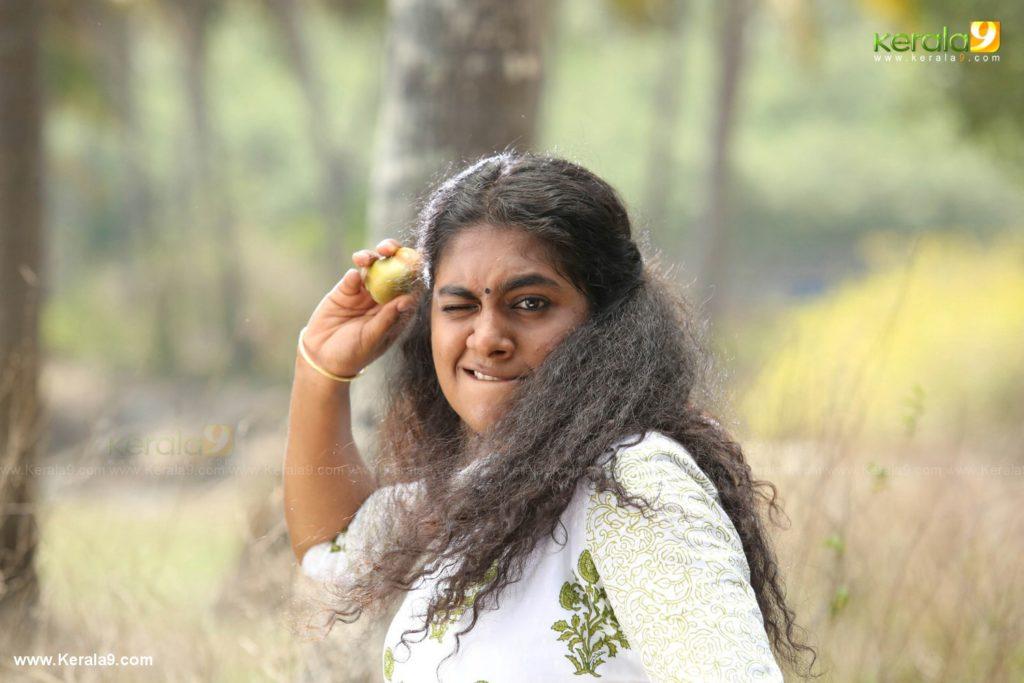actress nimisha sajayan in 41 malayalam movie photos 019