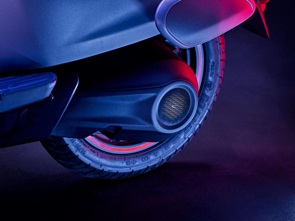 bajaj chetak electric scooter images 001