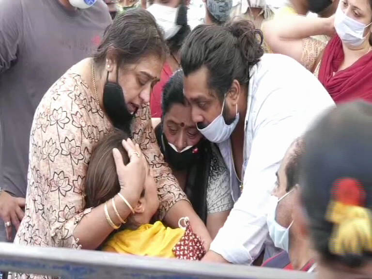 Meghana Raj Husband Chiranjeevi Sarja Funeral Photos Kerala9 Com