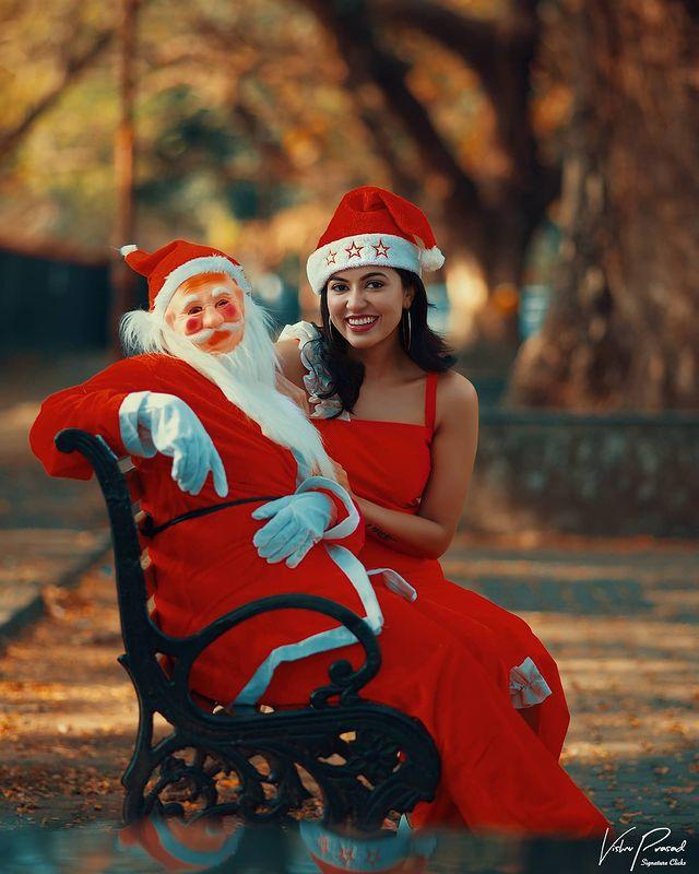 Celebrities Christmas Celebration Photos 2020 017