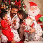 Celebrities-Christmas-Celebration-Photos-2020-021