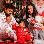 Celebrities-Christmas-Celebration-Photos-2020-022