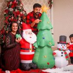 Celebrities-Christmas-Celebration-Photos-2020-023