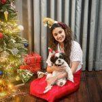 Celebrities-Christmas-Celebration-Photos-2020-034