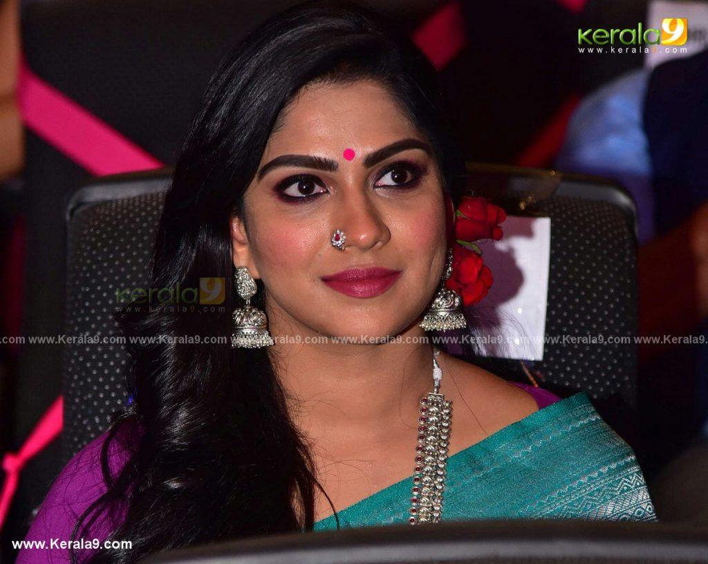Swasika at kerala state film awards 2021 photos 007 - Kerala9.com