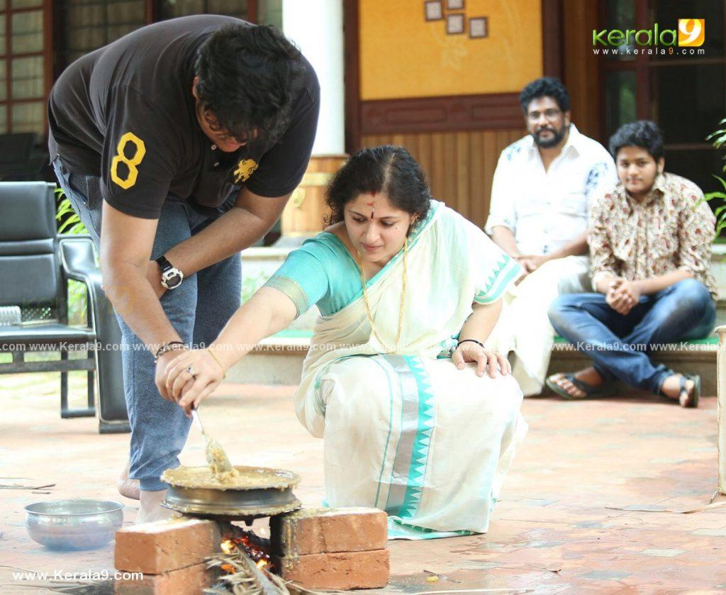 actress Annie performs attukal pongala 2021 photos 019 - Kerala9.com