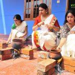 actress-performs-attukal-pongala-2021-photos-004
