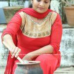 actress-performs-attukal-pongala-2021-photos-020