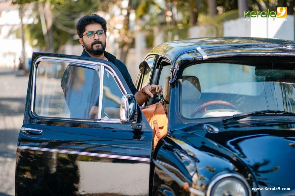 Dhyan Sreenivasan in movie Khali Purse of the Billionaires photos