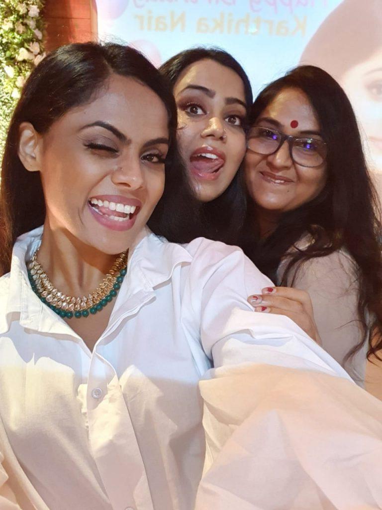actress karthika nair birthday celebration photos 004