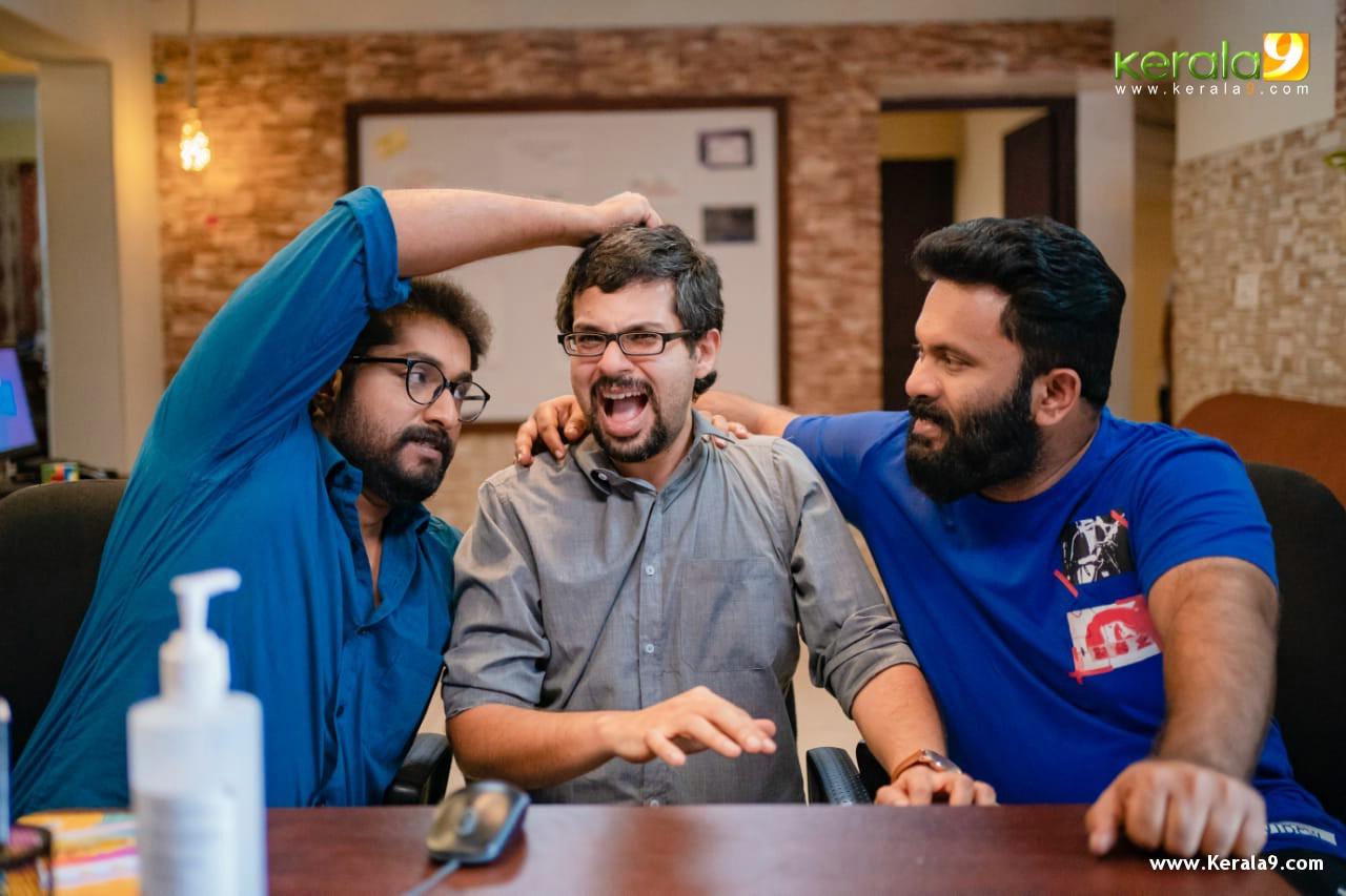 aju varghese dhyan sreenivasan movie Khali Purse of the Billionaires Stills