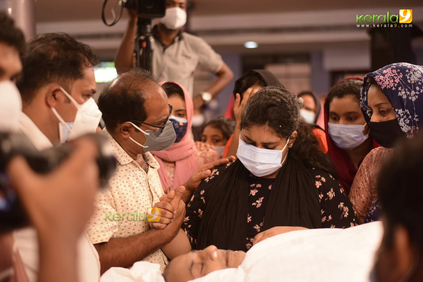 Chef Naushad Funeral daughter Performed the final rituals photos