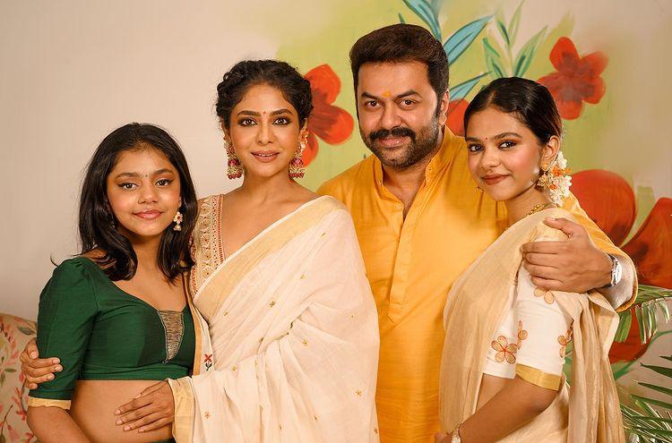 actor indrajith onam photos