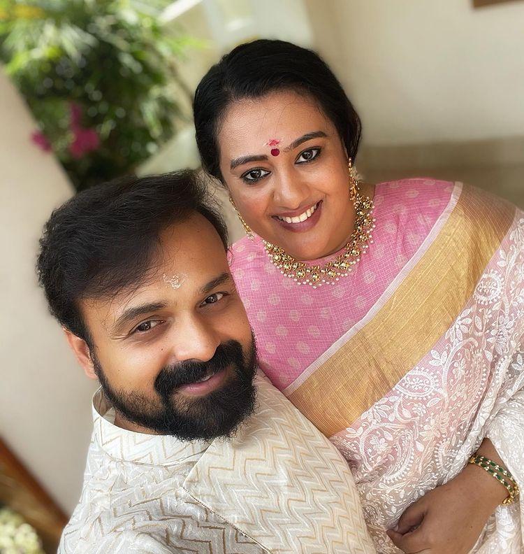 kunchacko boban and wife onam photos