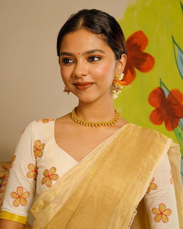 poornima indrajith daughter Prarthana onam saree photos 001