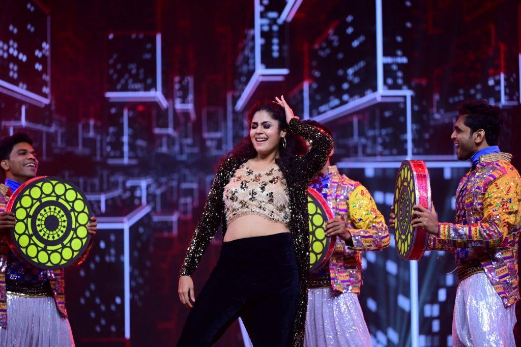 Faria Abdullah dance at SIIMA 2021 photos