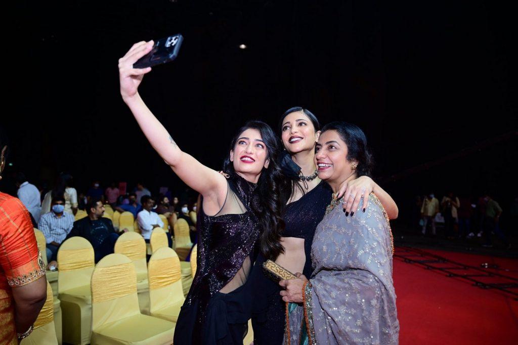 Haasan sisters at SIIMA 2021 photos