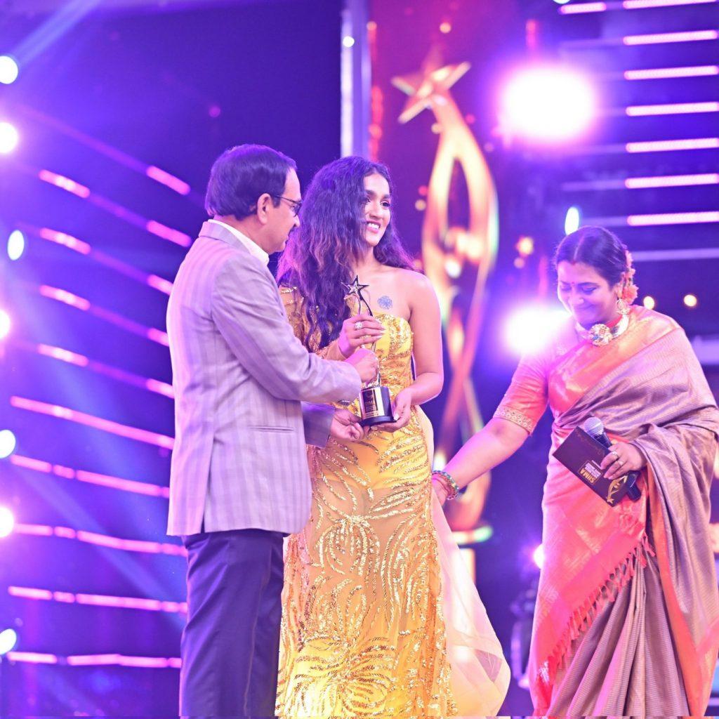 Saniya Iyappan at SIIMA 2021 photos 1